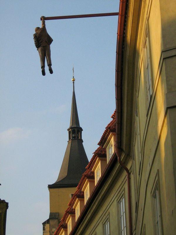 Hanging Sigmund Freud in Prauge